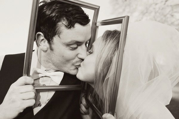 wedding kiss with frame
