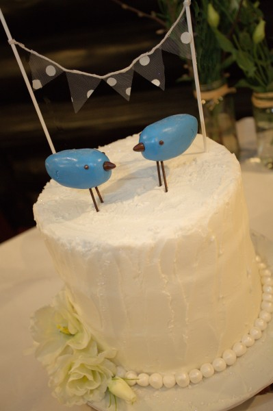wedding cake with birds