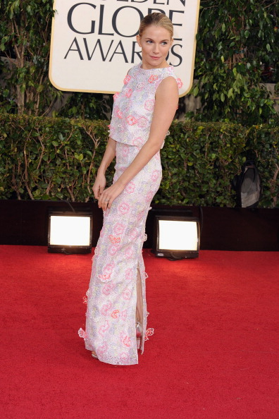 sienna miller golden globes red carpet looks