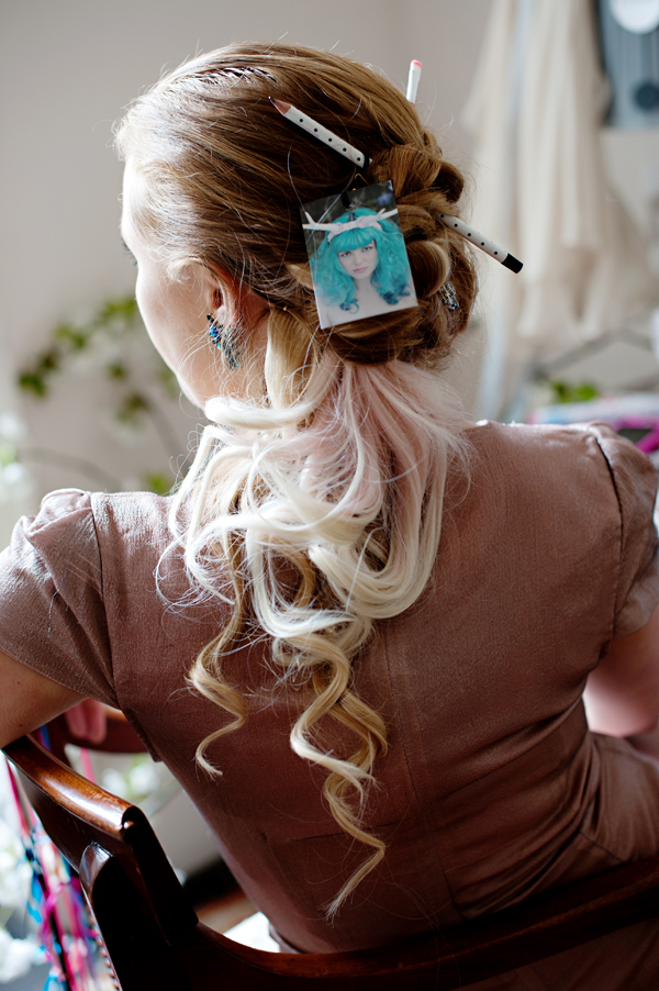 hairstyle with baby pink extensions