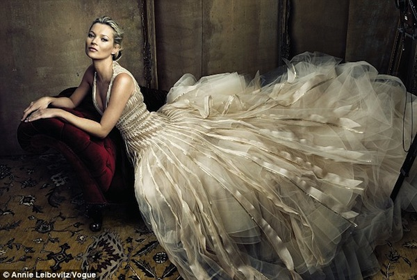 kate moss oscar de la renta wedding dress