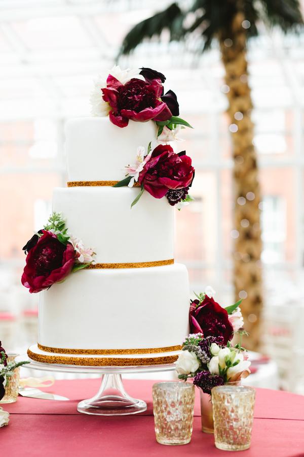 white red gold wedding cake